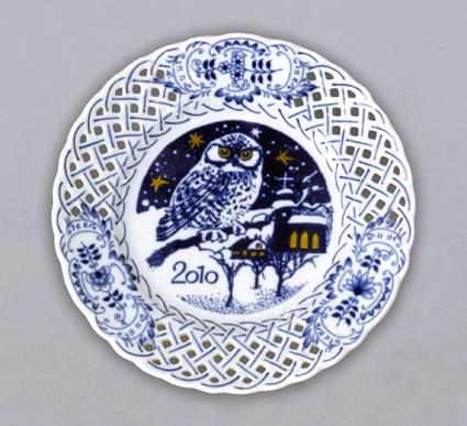 Cibulák tanier závesný prelamovaný / výročný 2010 18 cm cibulový porcelán, originálny cibulák Dubí 1. akosť