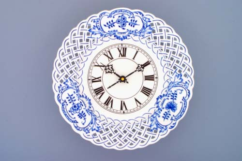 Cibulák hodiny mriežkované so strojčekom 27 cm cibulový porcelán, originálny cibulák Dubí