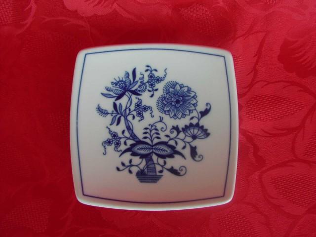 Cibulák podšálka hranatá 13 cm cibulový porcelán, originálny cibulák Dubí 1. akosť