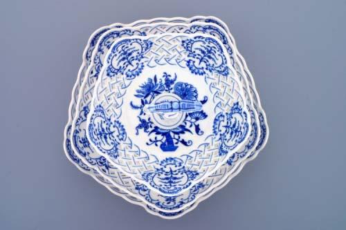 Cibulák etažér trojdielny, misy päťhranné, prelamované, porcelánová tyčka 36 cm cibulový porcelán, originálny cibulák Dubí