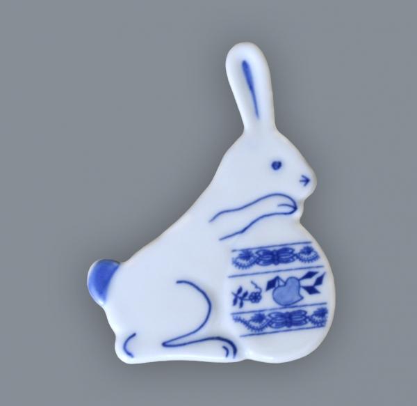 Cibulák zajačik s vajíčkom - magnetka 7 x 5,5 cm cibulový porcelán, originálny cibulák Dubí 1. akosť