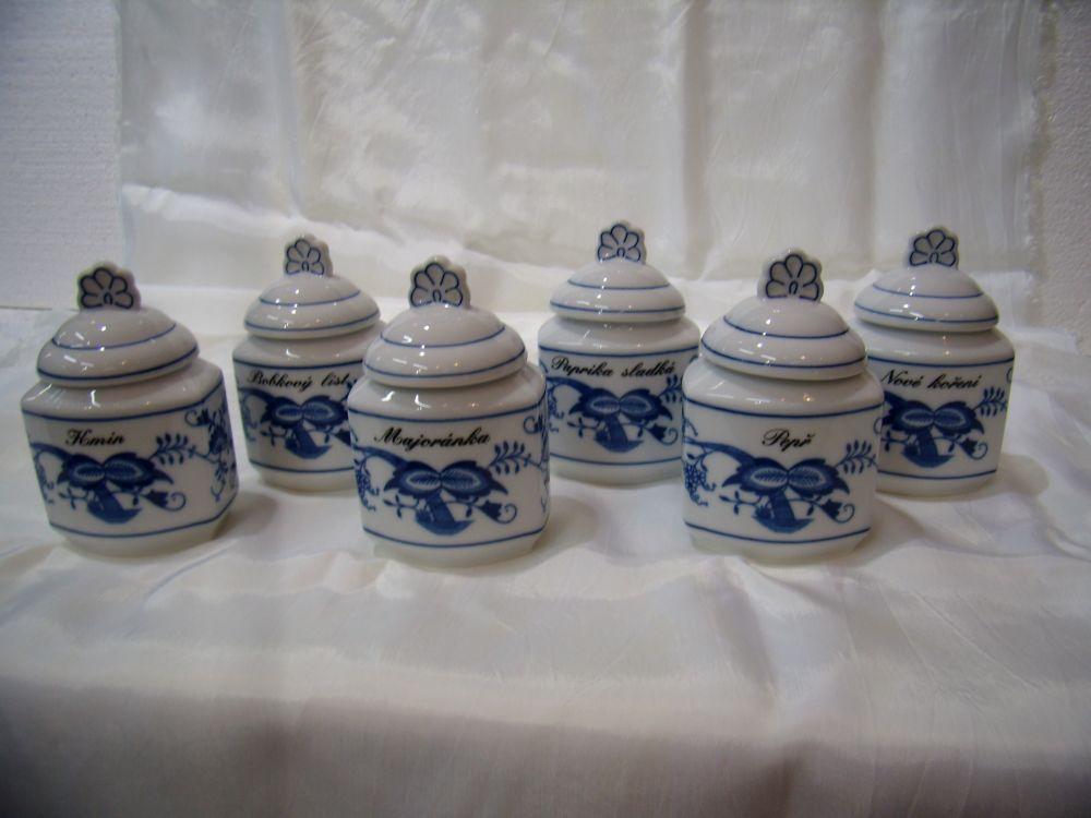 Cibulák súprava šiestich koreničiek s viečkom a nápisom podľa špecifikácie cibulový porcelán, originálny cibulák Dubí 1. akosť