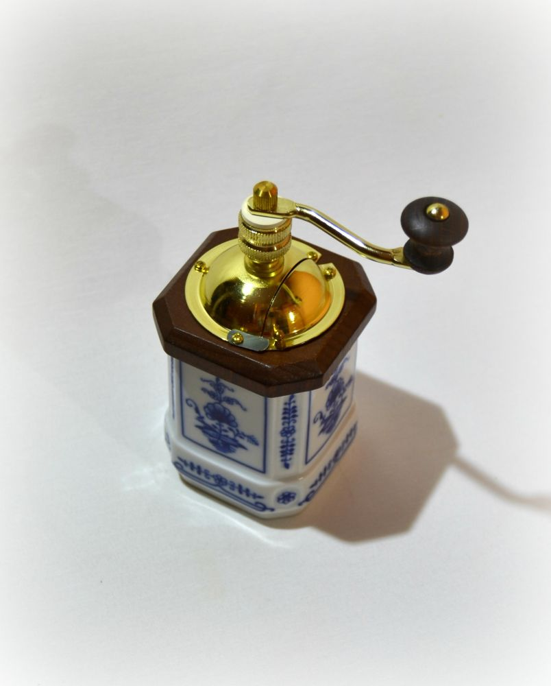 Cibulák mlynček na korenie Leander cibulákový porcelán