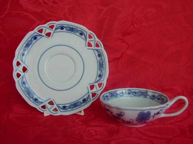 Cibulák šálka + podšálka ozdobná (zrkadlová podšálka) 0,20 l cibulový porcelán, originálny cibulák Dubí 2. akosť