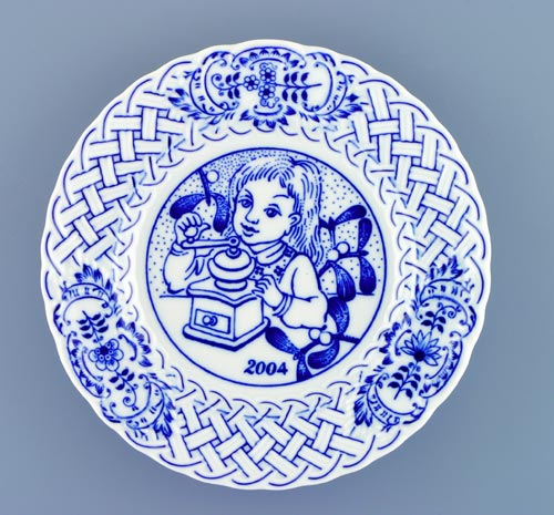 Cibulák tanier závesný reliéfny / výročný 2004 18 cm cibulový porcelán, originálny cibulák Dubí 1. akosť