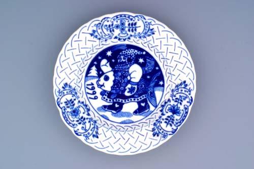 Cibulák tanier závesný reliéfny / výročný 1999 18 cm cibulový porcelán, originálny cibulák Dubí 1. akosť