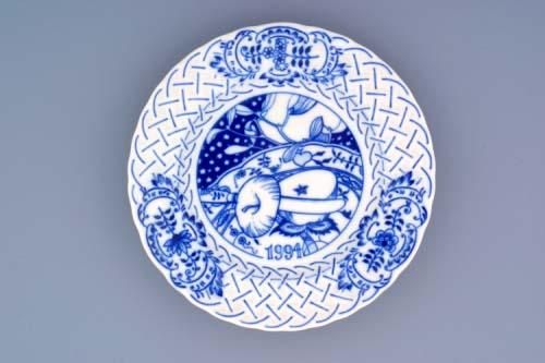 Cibulák tanier závesný reliéfny / výročný 1994 18 cm cibulový porcelán, originálny cibulák Dubí 1. akosť