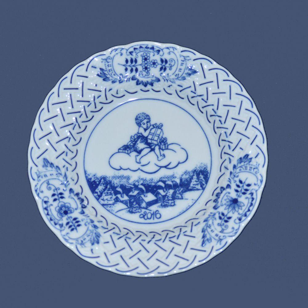 Cibulák tanier závesný reliéfny / výročný 2016 18 cm cibulový porcelán, originálny cibulák Dubí 1. akosť